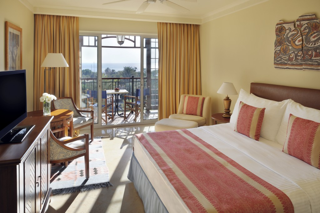 Aqaba movenpick resort and residence hotel city room