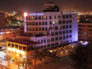exterior night captains hotel aqaba