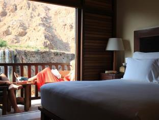 room ma'in evason six senses resort and spa