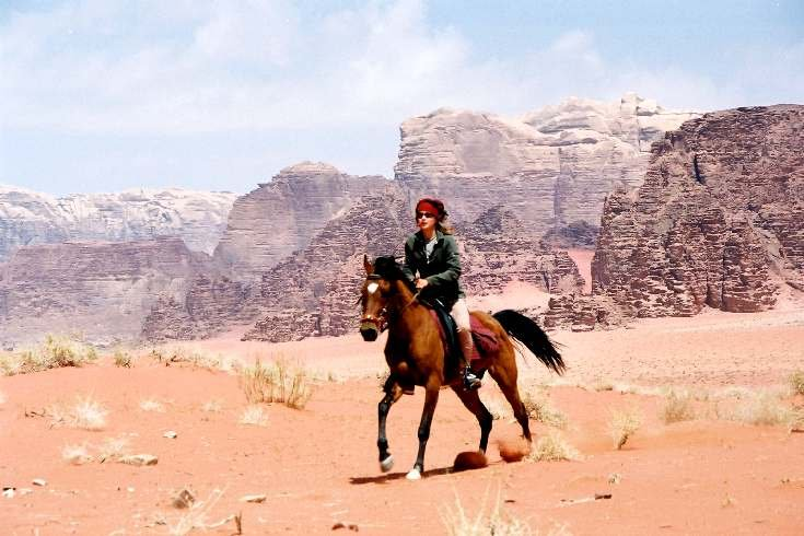 horse riding ion wadi rum jordan desert adventure